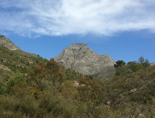 Ruta de senderismo al Pico Lucero desde Puerto Blanquillo en Sierra Almijara de Cómpeta